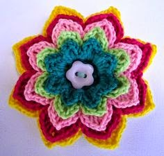 http://lovestitches.blogspot.com/2011/08/crochet-flower-brooches.html